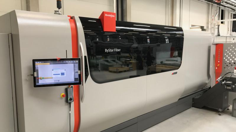 Nova Role - der Testbetrieb der neuen Laser-Maschine Bystronic wurde gestartet.